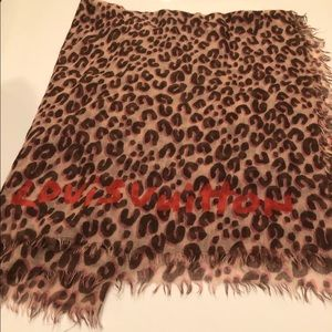 New Authentic Louis Vuitton shawl cheetah leopard